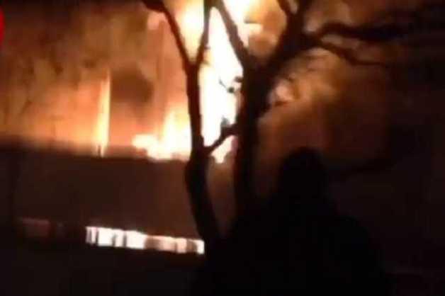 Полыхает, как факел: в Киеве разгорелся пожар в жилом доме
