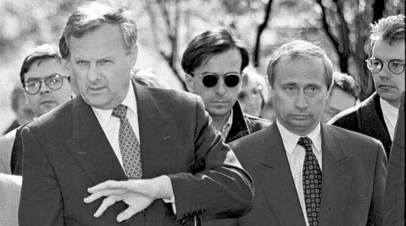 Мэр Санкт-Петербурга Анатолий Собчак и его заместитель Владимир Путин