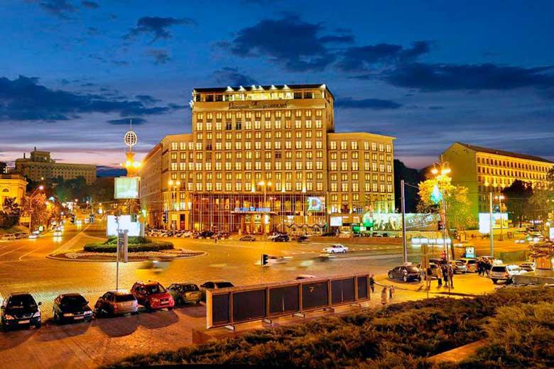 Гостиница «Днепр» в Киеве