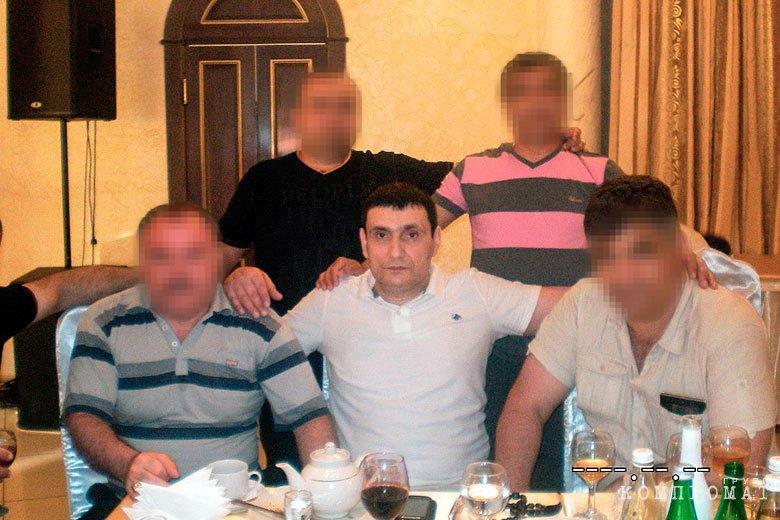 Гайк Никогосян (в центре)