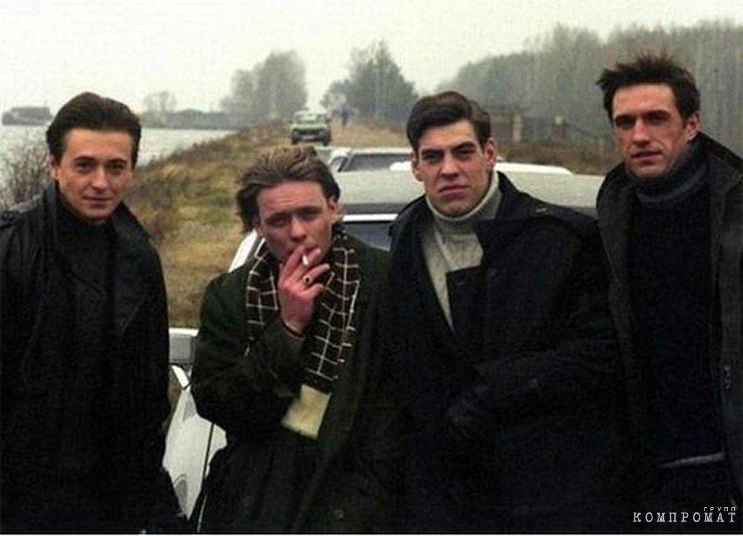 Кадр из фильма «Бригада». Даже авторитет Саша Белый отказался торговать с боевиками. А Валерий Гартунг, получается, не отказался?