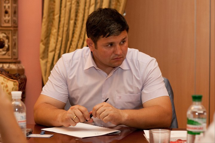 Вячеслав Павлив в образе директора охранной корпорации «Стелс-1»