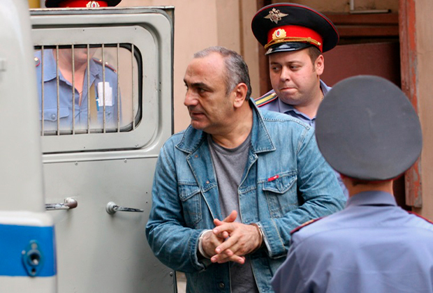 Тариэл Ониани (Таро) после заседания Хамовнического районного суда, который вынес санкцию на его арест
