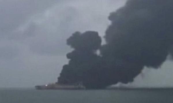 У берегов Китая взорвался нефтяной танкер