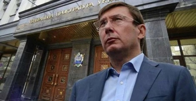 "Через Раду хотят провести законопроект, позволяющий Луценко подвесить прокуроров ""на крючок"""
