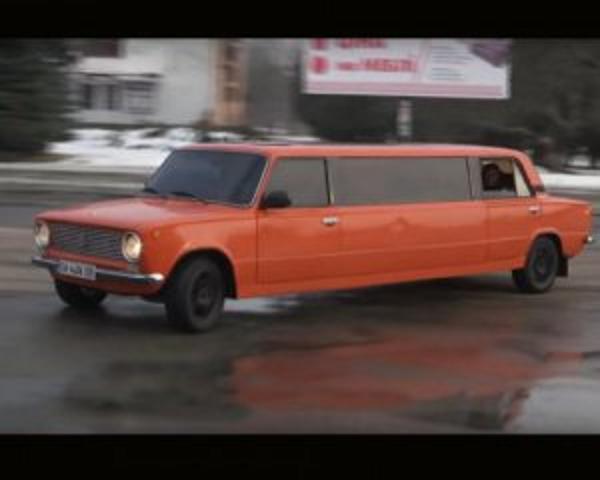 """Цыгане смастерили 7- метровый лимузин с """"Жигулей"""""""